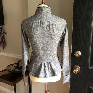 🍋 Lululemon Hustle in your Bustle jacket. Size 6